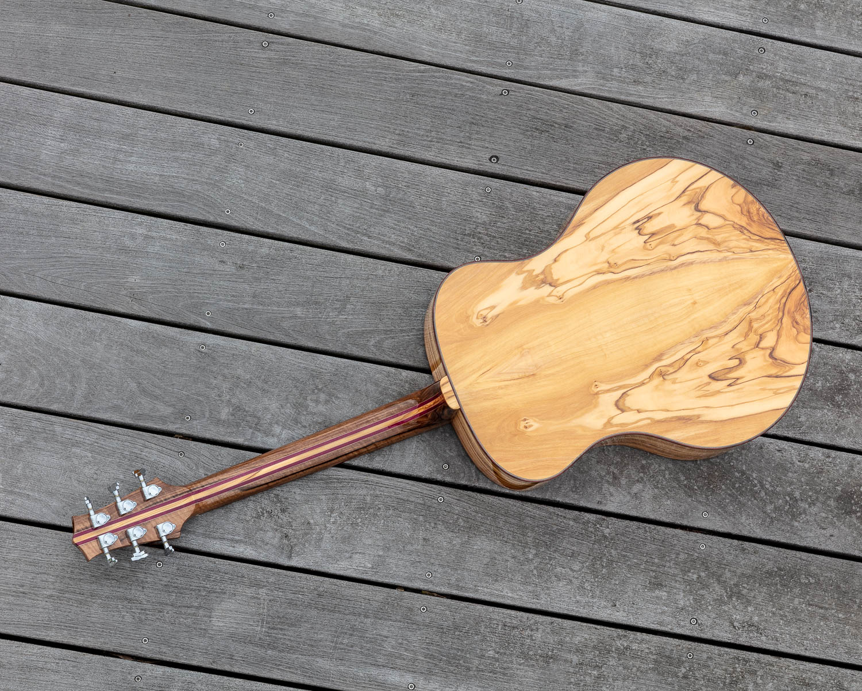 Guitare acoustique - Guitare folk - Fond en olivier