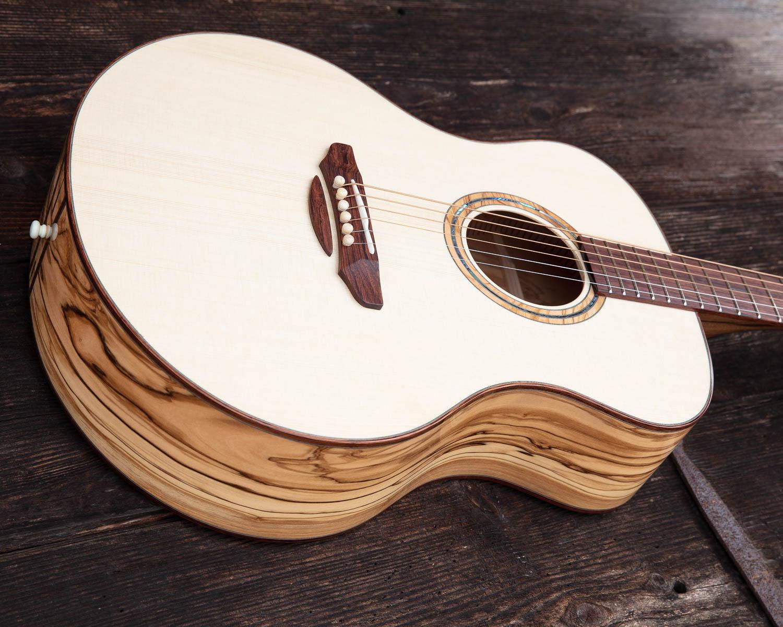 Guitare acoustique - Guitare folk - Vue des éclisses en olivier