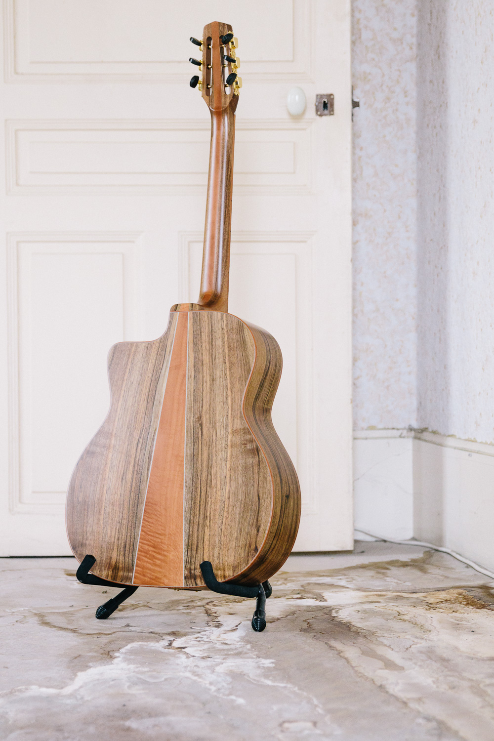 Guitare acoustique - Guitare jazz manouche - Détail dos en 3 parties