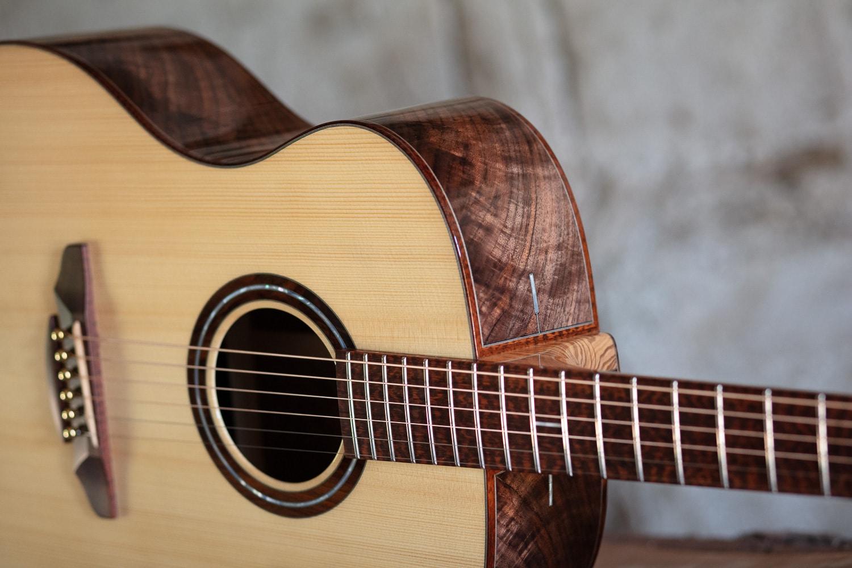 Guitare acoustique - Guitare folk - Eclisses en noyer américain