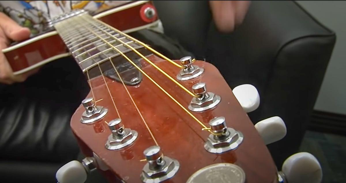 Vue de la tête de la guitare du guitariste Queen